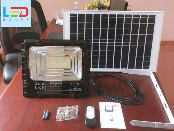 Đèn pha năng lượng mặt trời 100W IP67